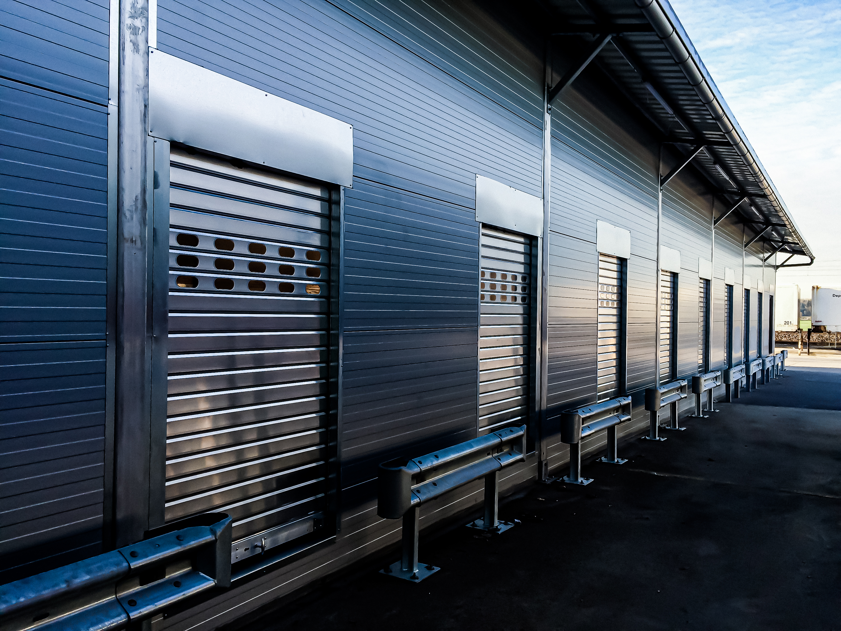 Temporary logistics centre with 50 loading bays