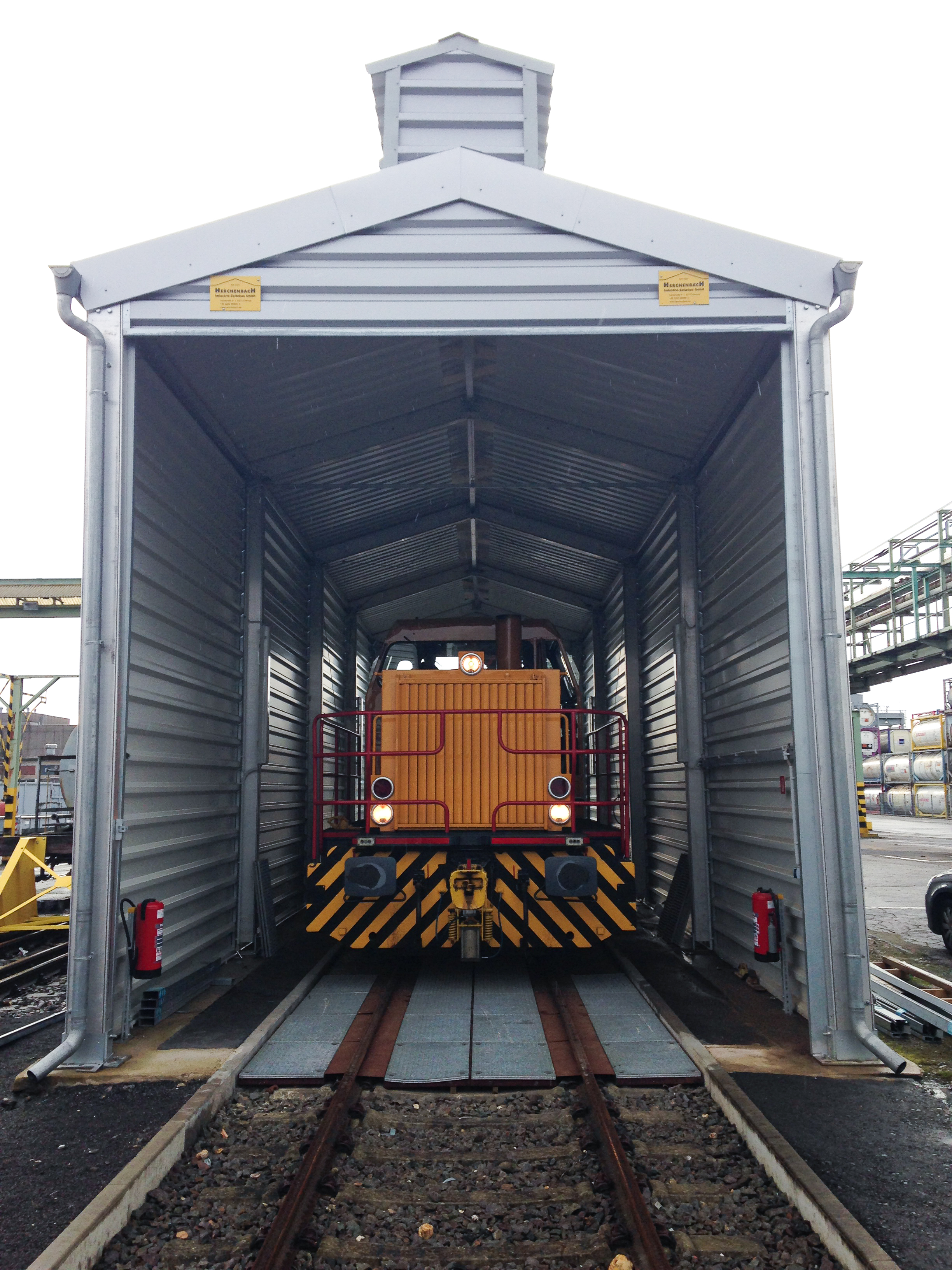 Semi-permanent warehouse for trains